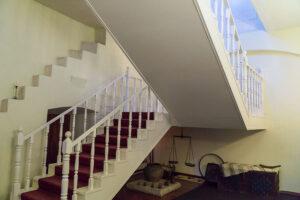 Обновленная лестница усадьбы