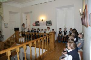 Детская программа в фойе музея